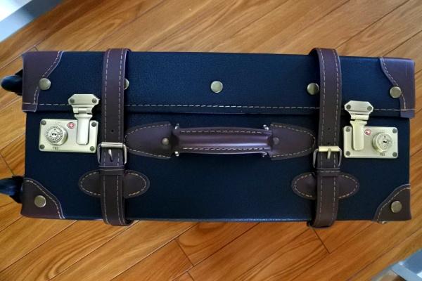 インテリアにも。クラシカルなスーツケース届きました。